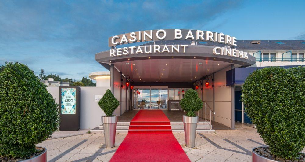 Façade d'entrée du Casino Barrière