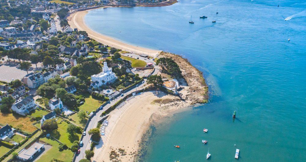 Vue aérienne de la l'anse de Bénodet et ses deux plages